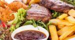 Grigliata mista con patatine (würstel, salamelle, costine)